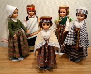 Daugavpilī varēs apskatīt 120 lelles latviešu tautas tērpos
