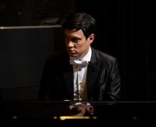 """Muzikālajā izrādē """"Leģendas dzimšana"""" – Klimta glezna  un Paula dziesmas pirmatskaņojums"""
