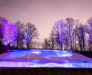 Dzegužkalnā atklāta Raimonda Paula svētku koncerta audiovizuāla instalācija