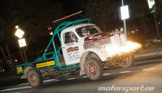 Foto: Igaunijas rallija sezonas noslēgumā Sāremā startē arī latvieši un smagie auto