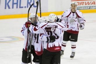 """G.Spruktam divi vārti, """"Rīga"""" uzvar un cīnīsies par piekto vietu"""