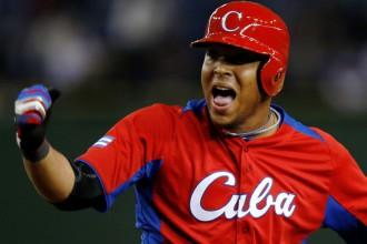 No Kubas aizbēgušais beisbolists Tomass noslēdz 68.5 miljonu līgumu