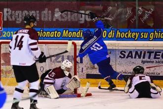U20 hokejisti neizteiksmīgā spēlē piekāpjas itāļiem