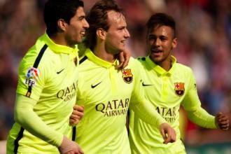 """Rakitičs piedalās visos vārtu guvumos """"Barcelona"""" uzvarā"""