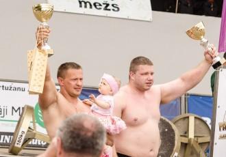 Foto: Spēkavīru čempionāts pāru ieskaitē