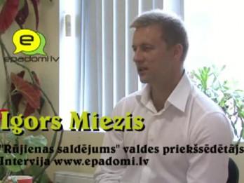 """Video: """"Labāk būt atkarīgam no sporta"""":intervija ar Rūjienas saldējuma vadītāju Igoru Miezi"""
