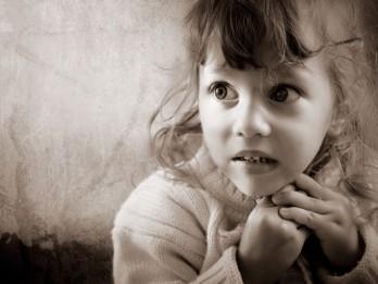 Kā palīdzēt bērnam pārvarēt bailes