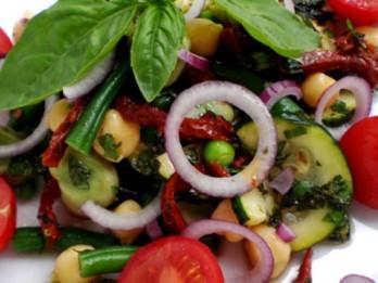 Pupiņu tomātu salāti