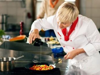 Izmitināšanas un ēdināšanas pakalpojumu nozarē strādājošos aicina būt vērīgiem