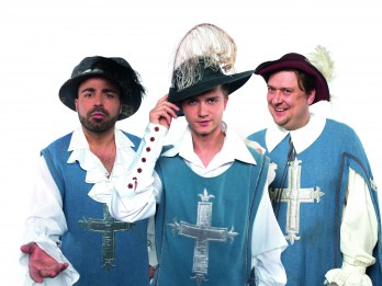 """Aicina uz jautru un muzikālu brīvdabas izrādi """"Trīs musketieri"""""""