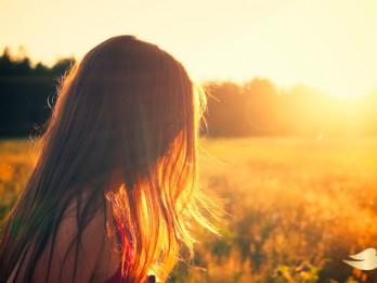 5 padomi, kā uzlabot bojātus matus pēc vasaras
