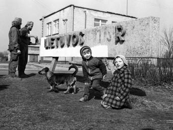 """Pauļus Lileiķa fotogrāfiju izstāde """"Fotoamnestija 1988-1999"""" Sv. Pētera baznīcā"""