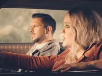 Video: Rakovska un Busulis publisko dziesmu no jaunā albuma