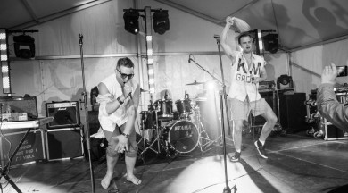 """Aktieris Kaspars Dumburs ar grupu izdod debijas albumu """"Raimons Pauls nav latvietis"""""""
