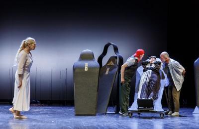 Šovakar  Valmieras teātrī pirmā šīs sezonas pirmizrāde