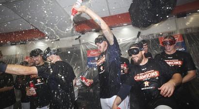 """""""Astros"""" papildina """"play-off"""" komandu pulku"""