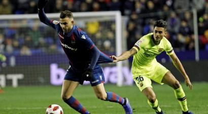 """""""Barcelona"""" izvairās no diskvalifikācijas un 1/4 finālā tiksies ar """"Sevilla"""""""
