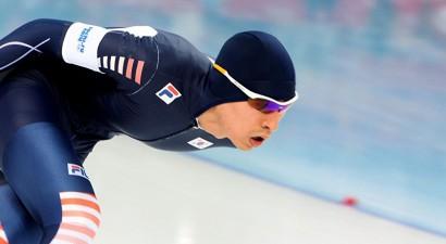 Divkārtējais olimpiskais čempions diskvalificēts par komandas biedru sišanu