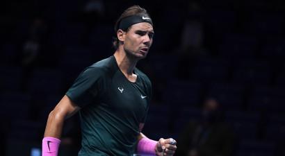 """Nadals trīs setos tiek galā ar Cicipasu, izslēdzot pagājušā gada """"ATP Finals"""" čempionu"""