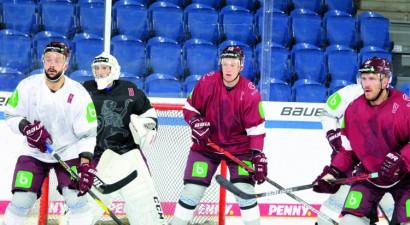Polija gatavojas uzņemt Latvijas hokeja izlasi pārbaudes spēlēs decembrī