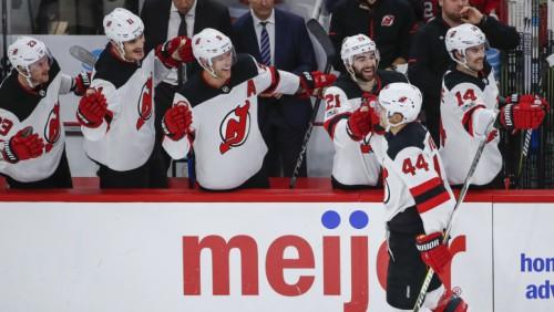 """Vudam 3+1, drafta 1. numuram Hišeram 1+2, """"Devils"""" 12 vārtu spēlē uzvar Čikāgā"""