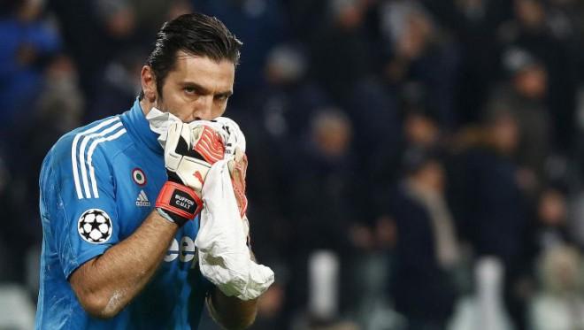 """""""Juventus"""" pēc graujoša sākuma netrāpa pendeli, un """"Tottenham"""" atspēlējas"""