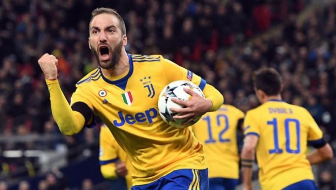 """""""Juventus"""" pēc vājām 60 minūtēm ātri gūst divus vārtus un izslēdz """"Tottenham"""""""