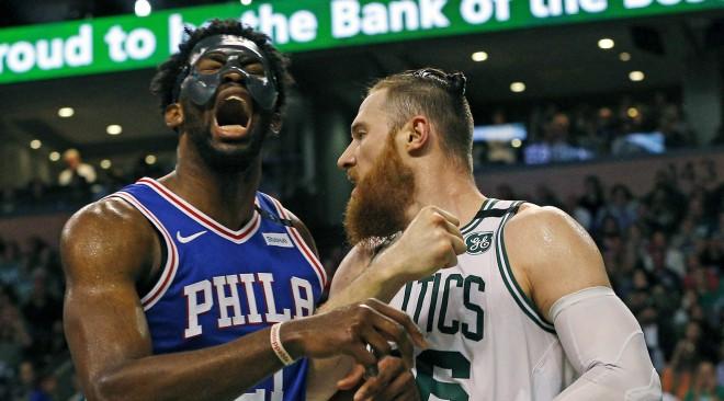 """NBA tiesneši pēdējā minūtē pieļāva divas izšķirošas kļūdas par labu Bostonas """"Celtics"""""""