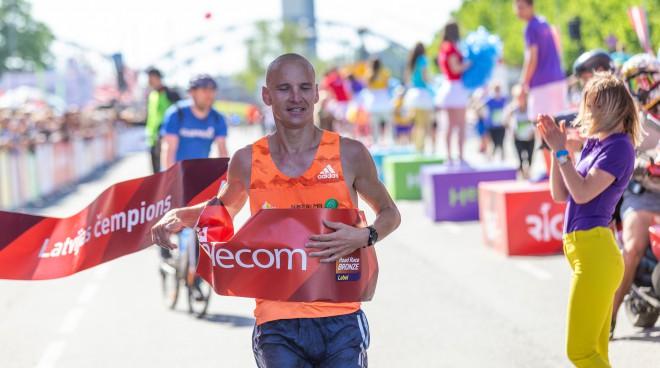 Žolnerovičam pietrūka <i>zaķa</i>, Prokopčuka laimīga par finišēšanu pusmaratonā