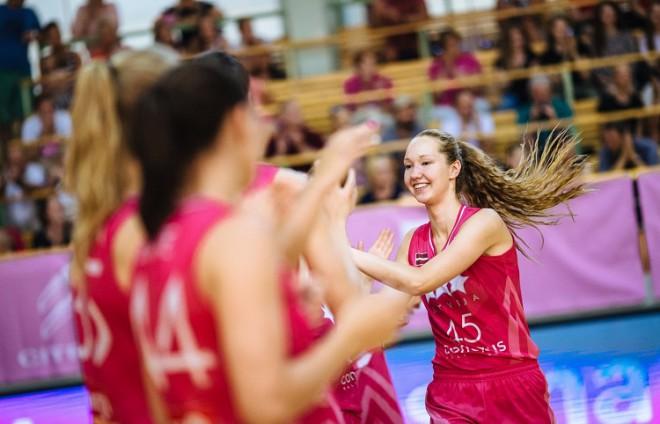 Strautmanei 19+19 un septiņas piespēles, U20 meitenes piekāpjas Lietuvai