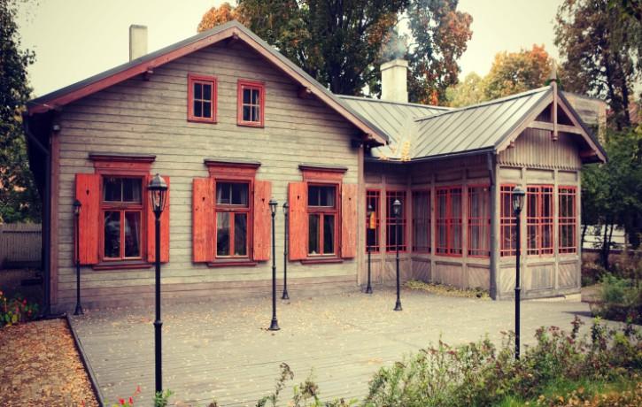 """""""Koks. Cilvēks. Arhitektūra."""" Saruna ar arhitekti Lieni Griezīti par Latvijas koka arhitektūras mantojuma nozīmīgumu."""