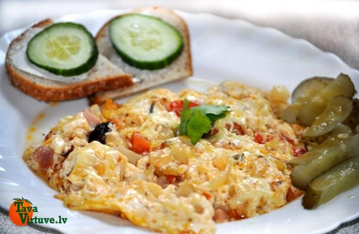 Bagātīgā brokastu omlete