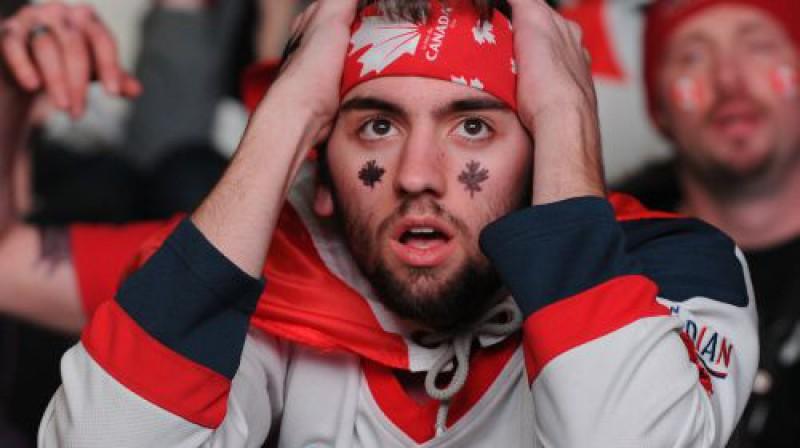 Kanādas izlases līdzjutēja reakcija pēc zaudējuma ASV Foto: AP/Scanpix
