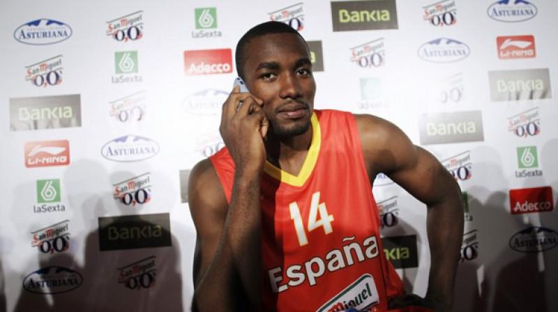 Kongo dzimušais spēlētājs Serdžs Ibaka Spānijas pilsonību saņēma 2011. gada 15. jūlijā Foto: Reuters/Scanpix