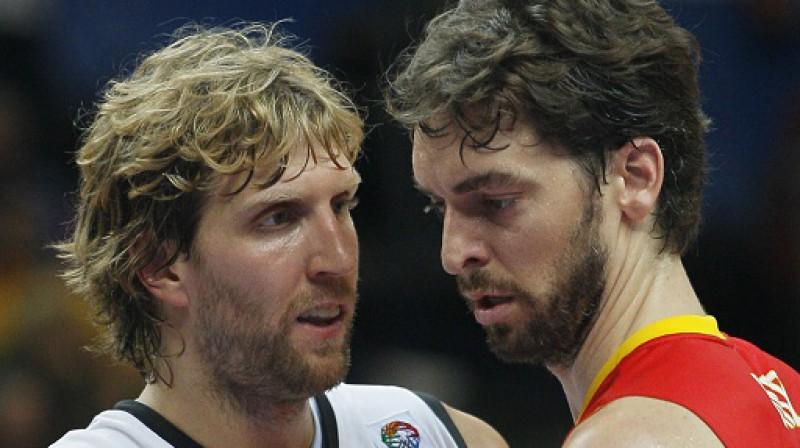 Pau Gazols ar kompāniju šoreiz bija pārāki par Dirku Novicki un Ko. Foto:AP/Scanpix