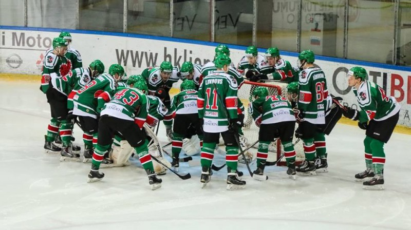 """Hokeja klubs """"Liepaja"""" pirms spēles. Foto: HK Liepāja"""