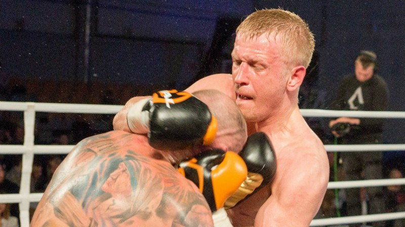 Mihaels Banbula un Nikolajs Grišuņins. Foto: Edgars Cipans / LNK Boxing Night