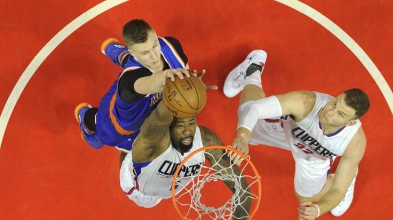 Kristaps Porziņģis pret Deandrē Džordanu un Bleiku Grifinu Foto: USA Today Sports/Scanpix