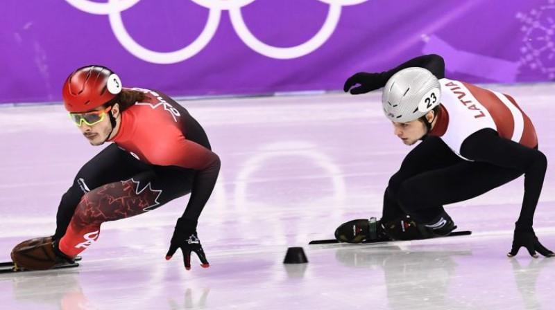 Samuels Žirārs un Roberts Zvejnieks sacensību priekšgalā Foto: AFP/Scanpix