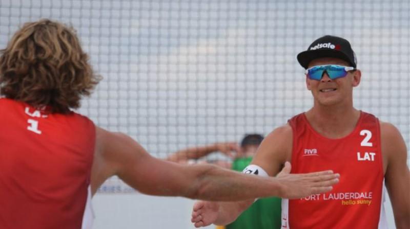 Aleksandrs Samoilovs un Jānis Šmēdiņš Foto: FIVB