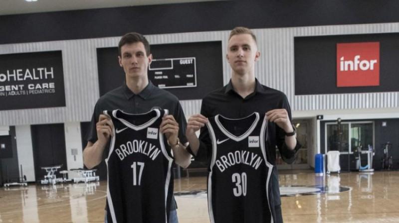 Rodions Kurucs un Džanans Musa drīz pēc NBA drafta. Foto: AP/Scanpix