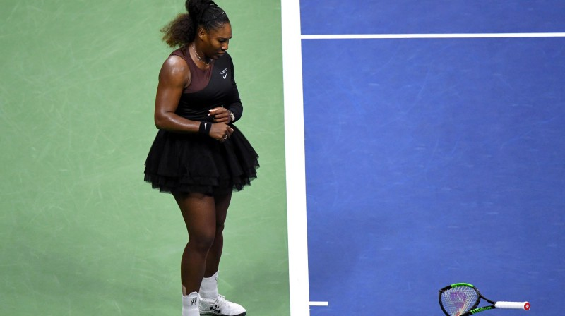 "Serēna Viljamsa ar salauzto raketi ""US Open"" finālspēlē