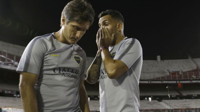 """Boca Juniors"" galvenais treneris Giljermo Skeleto un Karloss Tevess. Foto: AP/Scanpix"