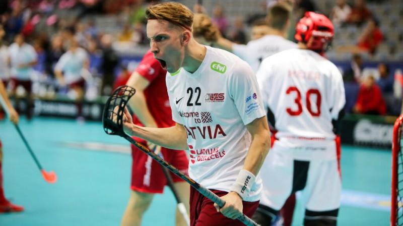 Pēc pirmās spēļu kārtas rezultatīvākais Latvijas izlasē ir Pēteris Trekše Foto: Ritvars Raits, floorball.lv
