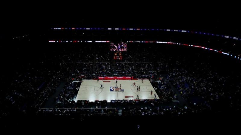 """NBA """"Global Games"""" spēle Londonā 2019. gada 17. janvārī. Foto: Reuters / Scanpix"""