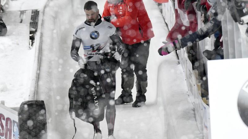 Martins Dukurs pēc finiša Leikpleisidā. Foto: AP/Scanpix