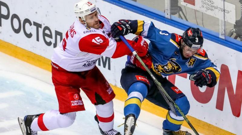 Mārtiņš Karsums šodienas spēlē pret Soču komandu. Foto: Dmitry Feoktistov/TASS/Scanpix