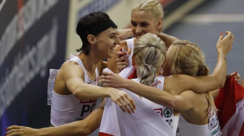 Polijas izlases 4x400m sieviešu stafetes komanda. Foto: AP/Scanpix