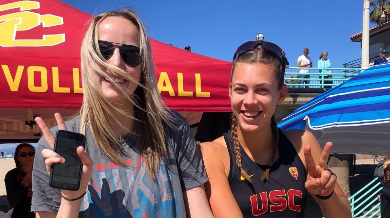 USC volejboliste Britānija Velša un pludmales volejboliste Tīna Graudiņa. Foto: USC Beach Volleyball