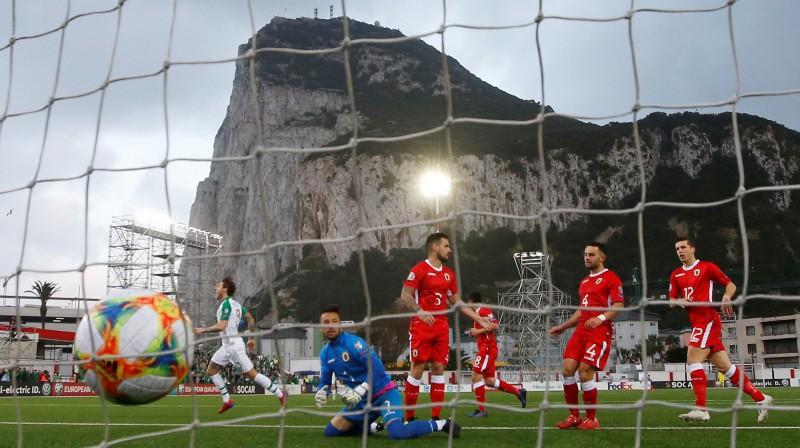 Bumba ielido Gibraltāra izlases vārtos. Foto: Peter Cziborra/Action Images via Reuters/Scanpix
